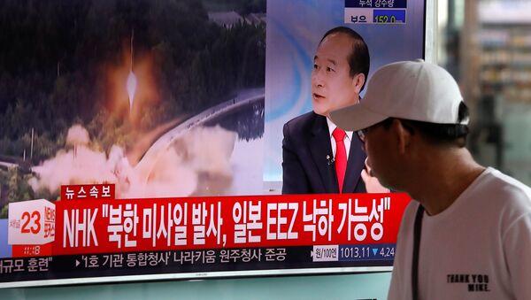 Wiadomość o wystrzale rakiety balistycznej w Korei Północnej na stacji kolejowej w Seulu - Sputnik Polska
