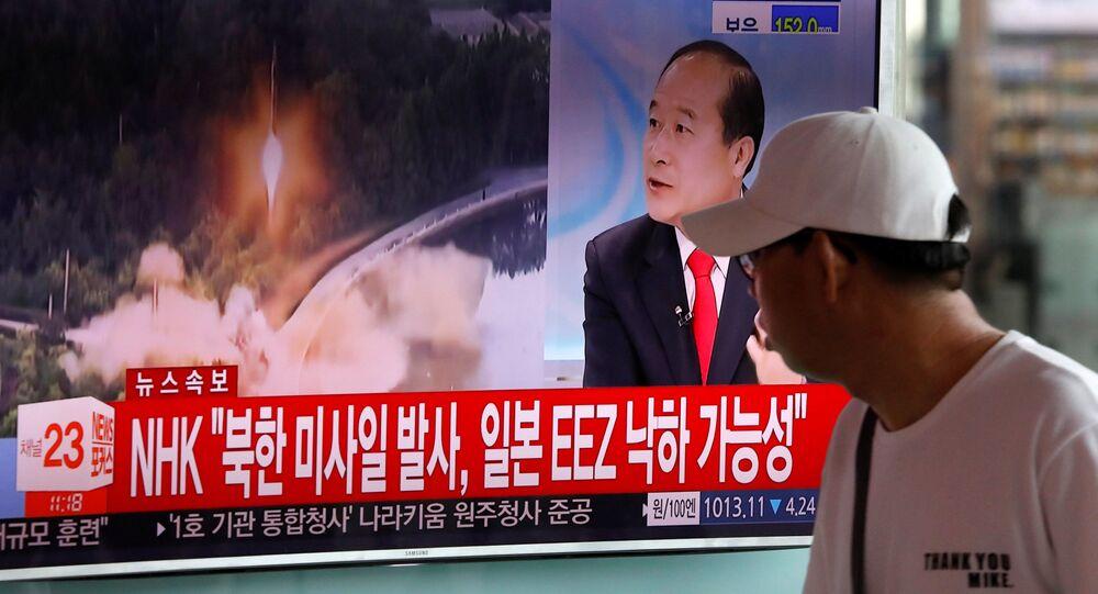 Wiadomość o wystrzale rakiety balistycznej w Korei Północnej na stacji kolejowej w Seulu