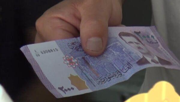 Syryjskie banknoty z wizerunkiem Baszara Asada - Sputnik Polska