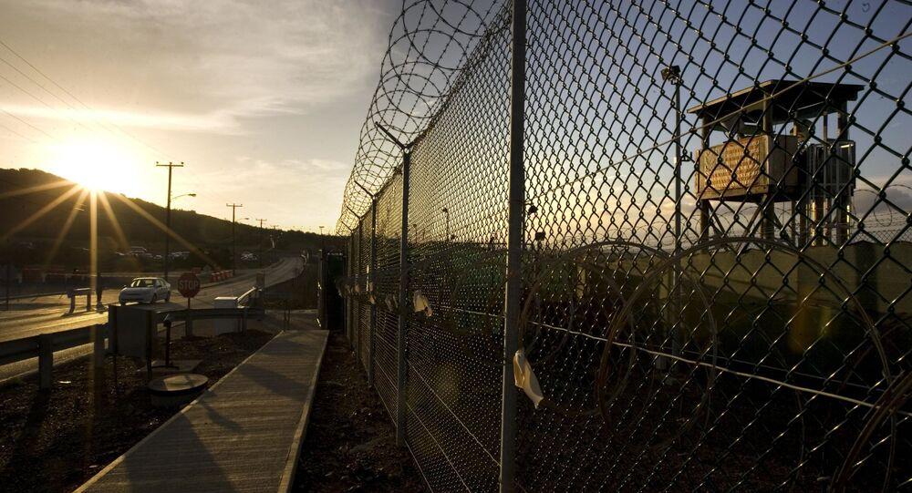 Ogrodzenie wokół obozu Delta na terytorium Guantanamo