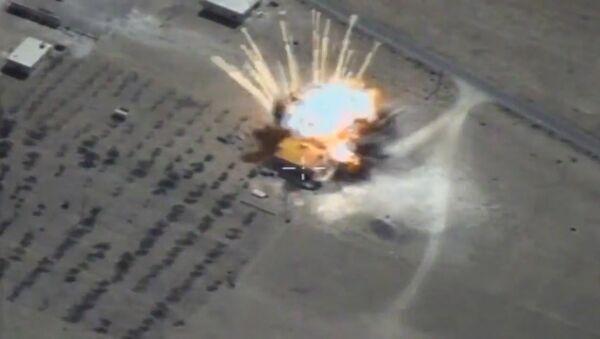Rosyjskie pociski manewrujące niszczą obiekty terrorystów w Syrii - Sputnik Polska