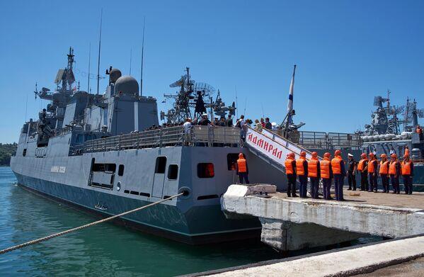 """Admirał Essen"""" jest drugą fregatą strefy morskiej projektu 1135.6 i pierwszym tego typu seryjnym okrętem. - Sputnik Polska"""