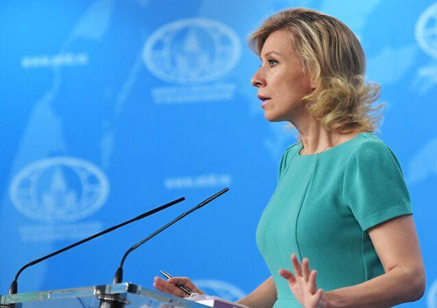 Rzeczniczka MSZ Rosji Maria Zacharowa w czasie briefingu
