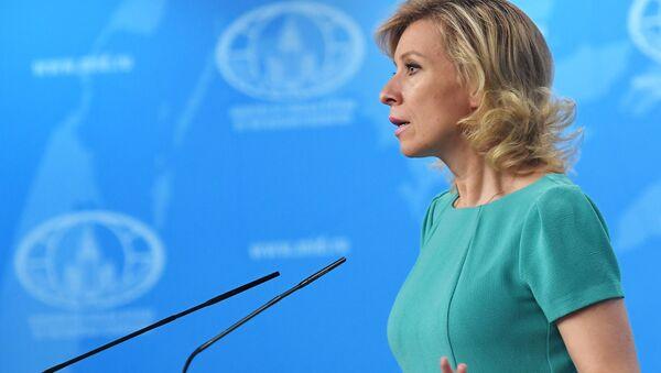 Rzeczniczka MSZ Rosji Maria Zacharowa w czasie briefingu - Sputnik Polska