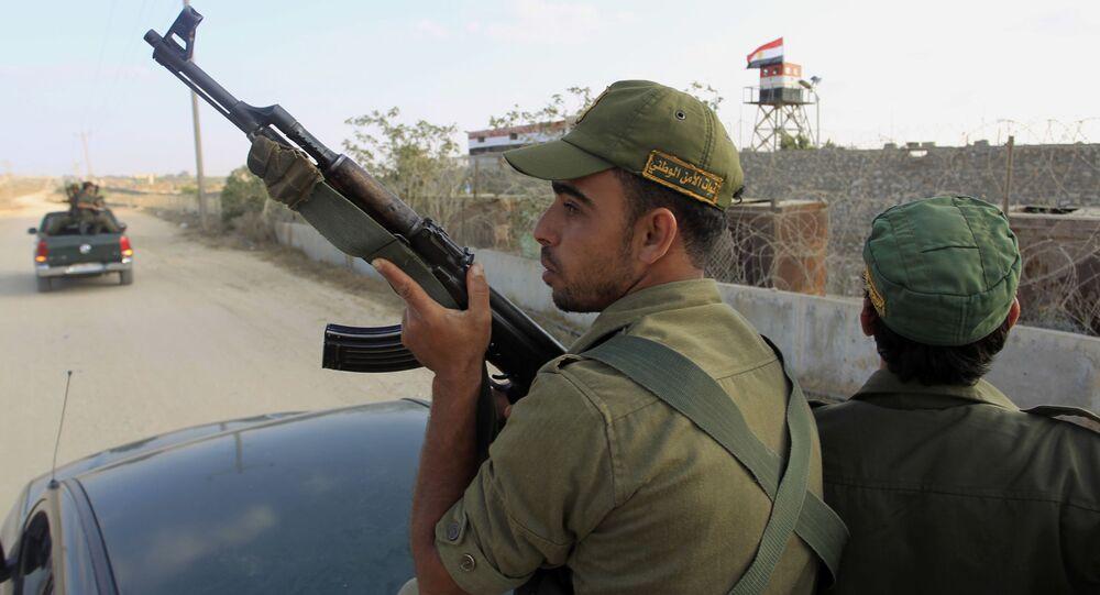 Egipscy wojskowi w rejonie miasta Rafah na granicy ze Strefą Gazy. Zdjęcie archiwalne