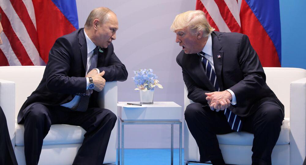 Władimir Putin i Donald Trump podczas spotkania w kuluarach szczytu G20 w Hamburgu