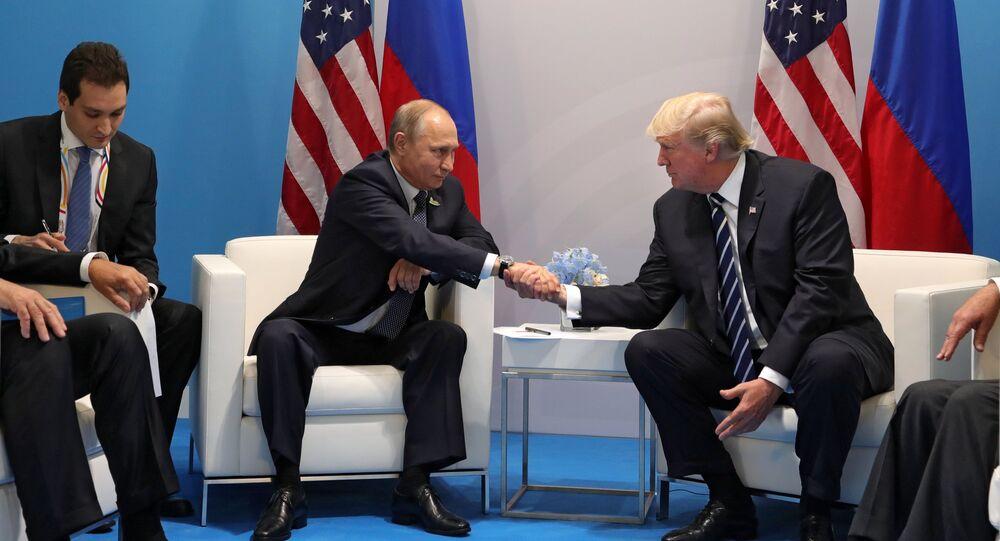 Władimir Putin i Donald Trump pdczas spotkania w kuluarach szczytu G20 w Hamburgu