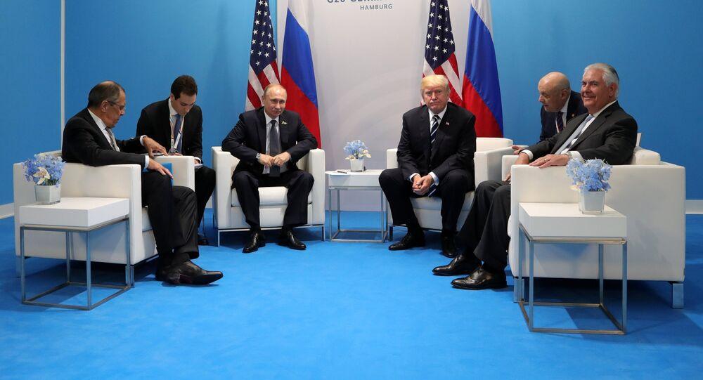 Władimir Putin, Donald Trump, Siergiej Ławrow i Rex Tillerson podczas spotkania w kuluarach szczytu G20 w Hamburgu