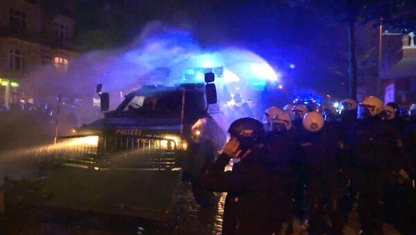 Nocne starcia z policją w Hamburgu - Sputnik Polska