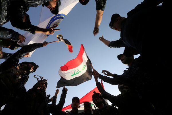 Iracka federalna policja podczas świętowania w Mosulu - Sputnik Polska