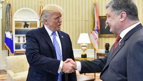 Prezydent USA Donald Trump i prezydent Ukrainy Petro Poroszenko - Sputnik Polska
