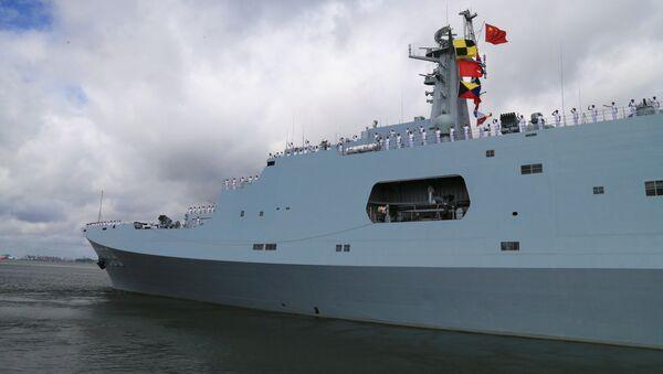 Żołnierze chińskiej armii wypływają z portu Zhanjiang - Sputnik Polska