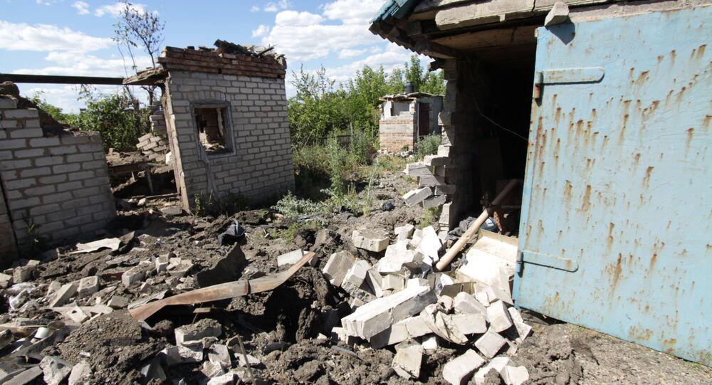 Skutki ostrzału w miejscowości Aleksandrowka w obwodzie donieckim