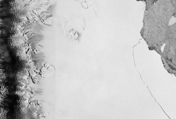 Ogromna góra lodowa o powierzchni 6000 kilometrów, odrywająca się od lodowca Larsen na Antarktydzie - Sputnik Polska