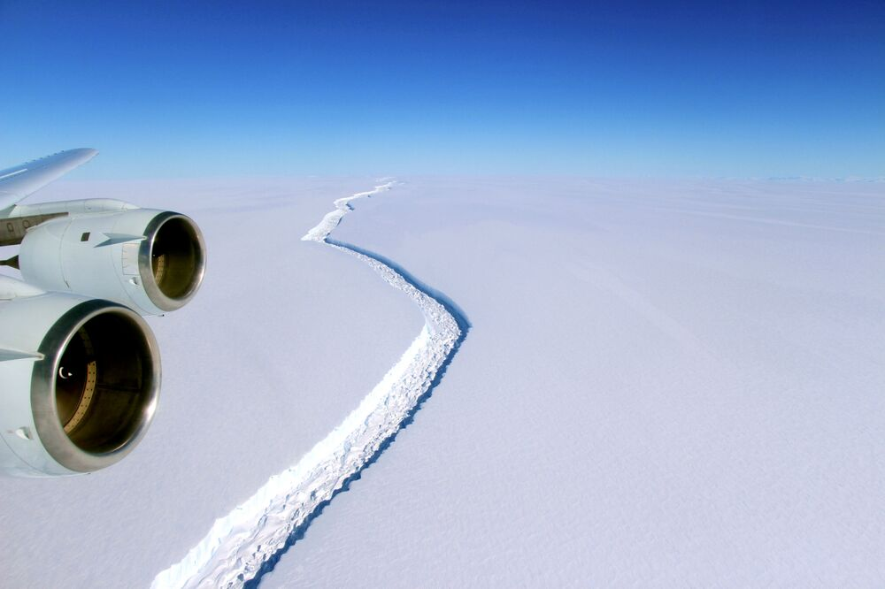 Pęknięcia na lodowcu Larsen w Antarktydzie