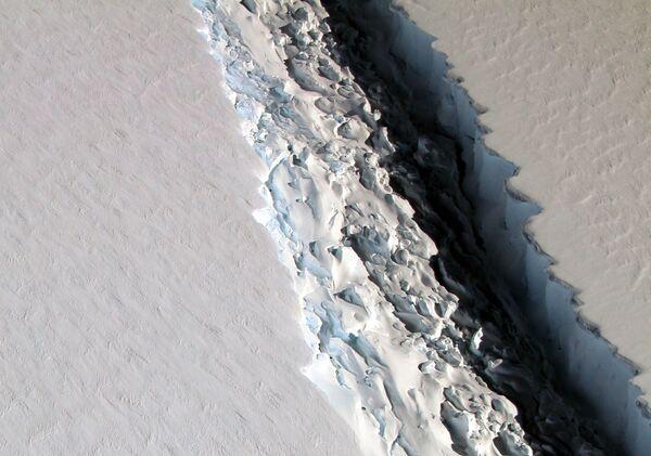 Pęknięcia na lodowcu Larsen C u wybrzeża Półwyspu Antarktycznego - Sputnik Polska