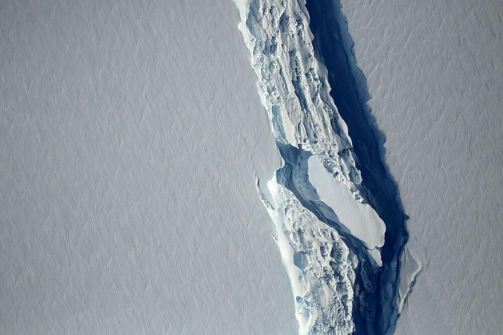 Widok z góry na lodowiec Larsen