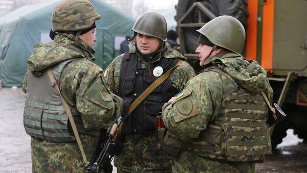 Ukraińscy żołnierze na ulicy Awdiejewki. Obwód doniecki - Sputnik Polska