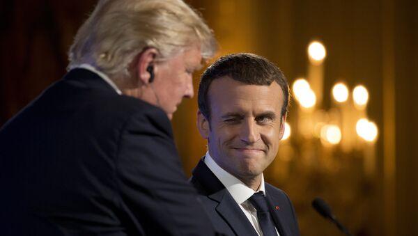 Donald Trump i Emmanuel Macron - Sputnik Polska