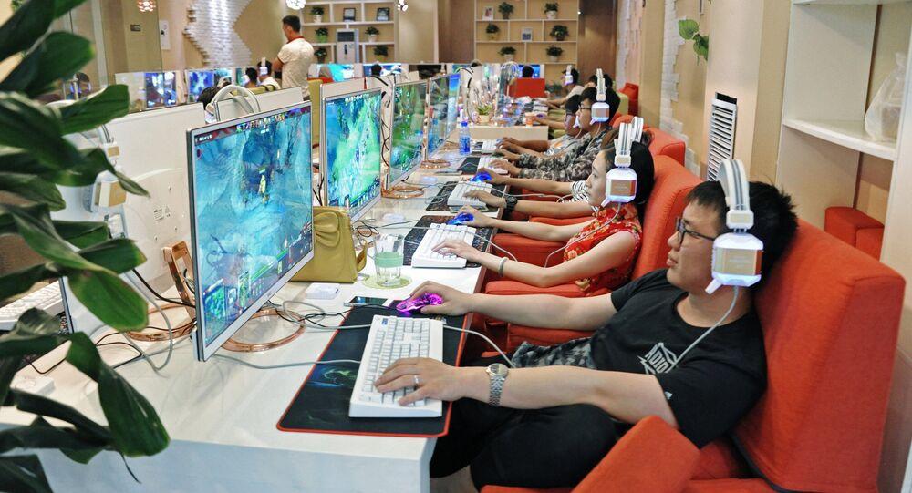 Chińczycy w centrum handlowym