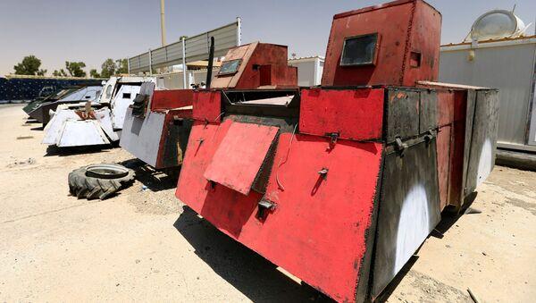 Iracka policja zorganizowała w Mosulu wystawę samochodów należących do Państwa Islamskiego do wyzwolenia miasta. - Sputnik Polska