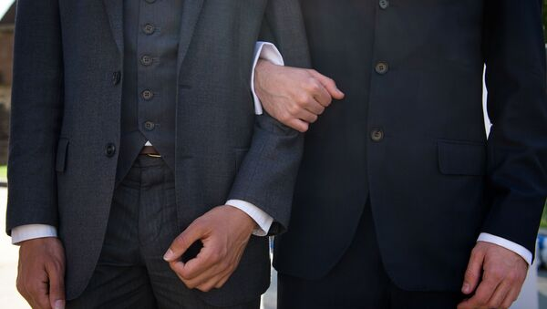 W Rosji małżeństwa homoseksualne nie są legalne, ale znaleziono wyjście – pary pobierają się w Europie i wracają do kraju - Sputnik Polska