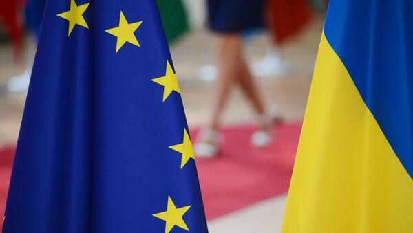 Flagi UE i Ukrainy - Sputnik Polska