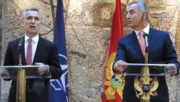Sekretarz generalny NATO Jens Stoltenberg i premier Czarnogóry Milo Djukanovic - Sputnik Polska