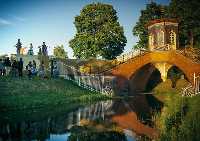 Krzyżowy most  na terenie kompleksu pałacowo-parkowego Carskie Sioło