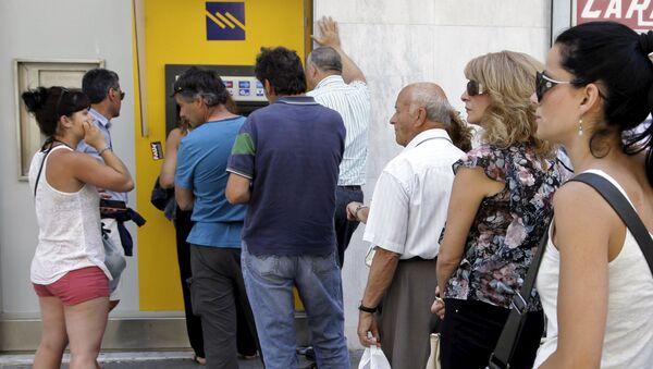 Mieszkańcy wyspy Kreta przy bankomacie - Sputnik Polska