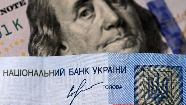 Banknoty dolarów USA i ukraińskiej hrywny - Sputnik Polska