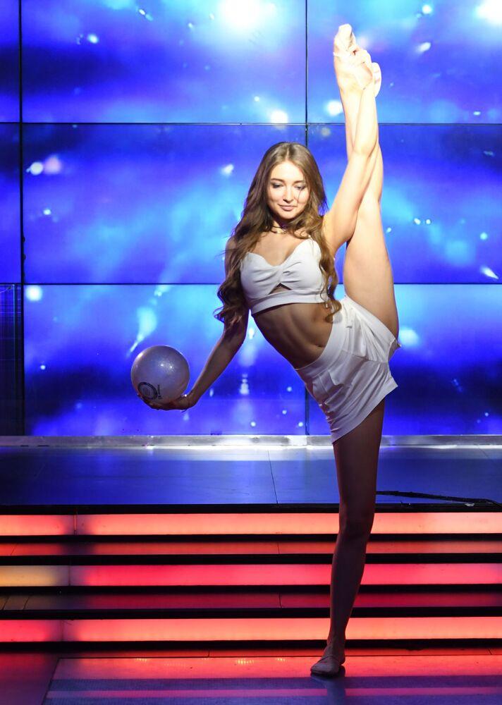 Nina Inczenko - uczestniczka talent show Miss Moskwy w klubie Royal Arbat.