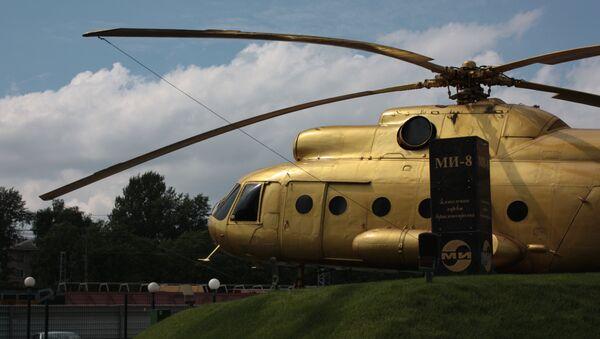 Złoty Mi-8 przed wjazdem na teren zakładu im. Mila - Sputnik Polska