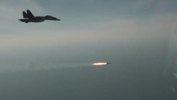 Ćwiczenia pilotów rosyjskich myśliwców Su-30SM. - Sputnik Polska