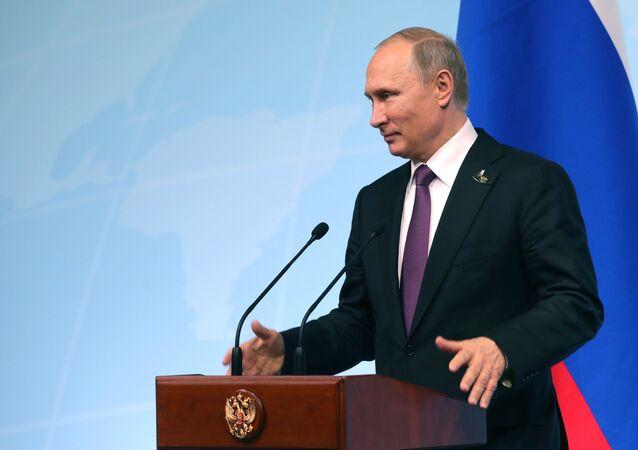 Prezydent Rosji Władimir Putin w czasie konferencji prasowej po szczycie liderów G20 w Hamburgu