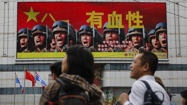 Plakat reklamowy Chińskiej Armii Ludowo-Wyzwoleńczej w Pekinie - Sputnik Polska