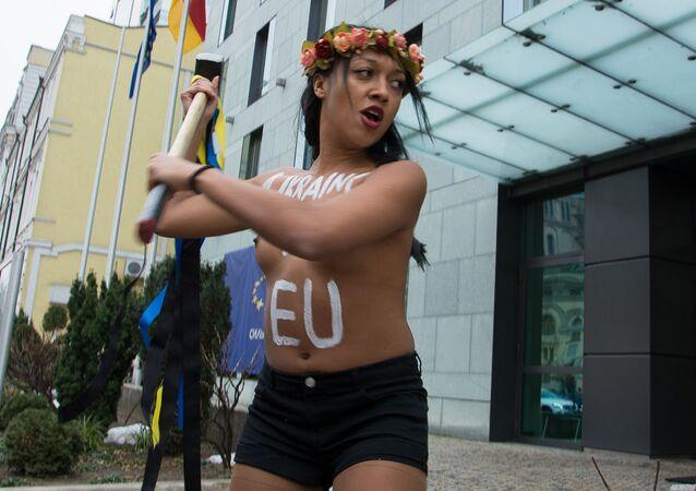 Aktywistka FEMEN, która obnażyła się na spotkaniu Poroszenki z Łukaszenką