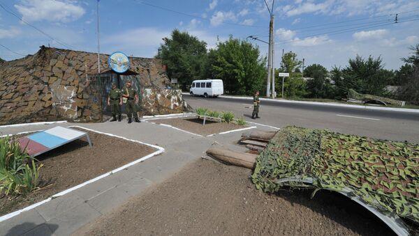 Punkt kontrolny rosyjskich sił pokojowych przy wjeździe do Bender - Sputnik Polska