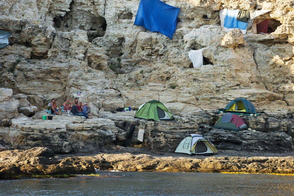 Nocować na terytorium parku można w obozach namiotowych.