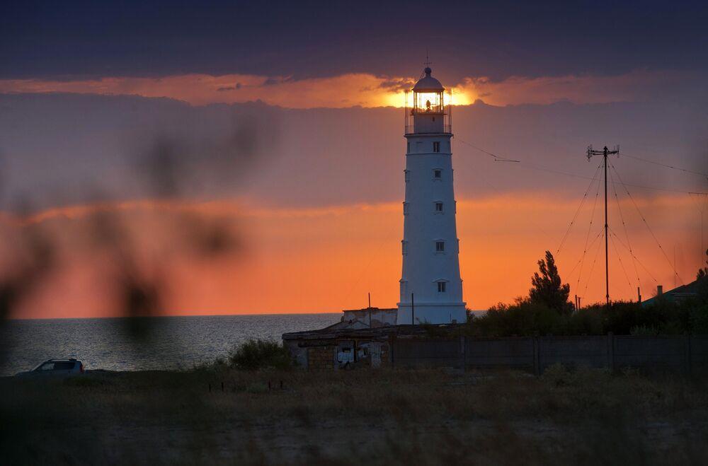 Tarchankutska latarnia morska zbudowana w 1816 roku jest unikalnym zabytkiem architektury.