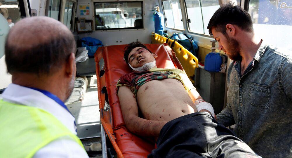 Ewakuacja poszkodowanych z miejsca wybuchu w Kabulu