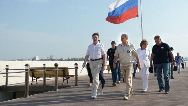 Walentyna Matwijenko, Władimir Putin, Siergiej Szojgu na Krymie - Sputnik Polska