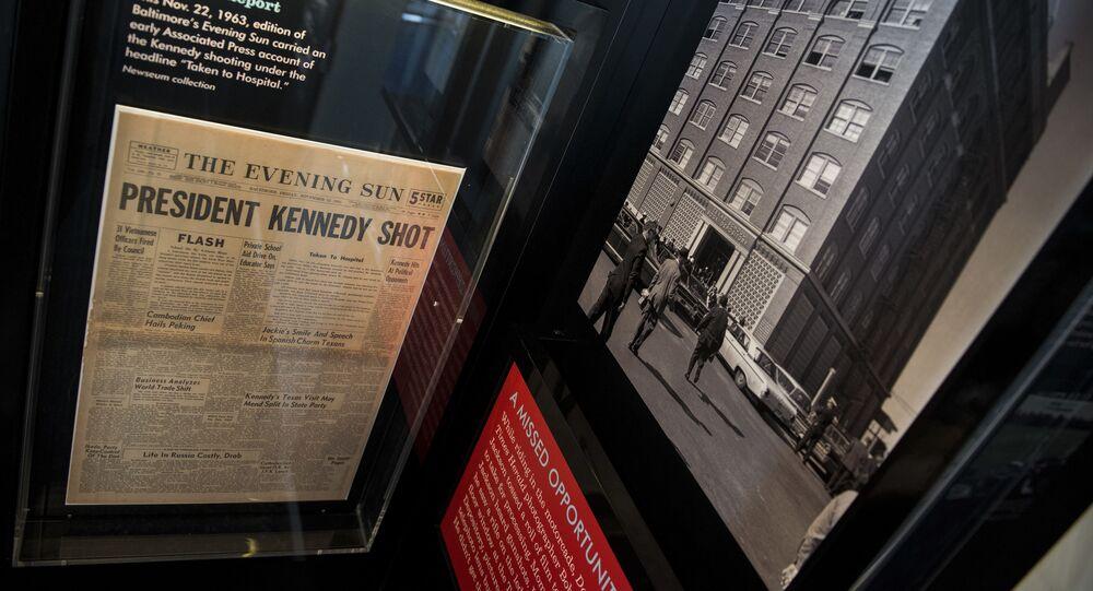 Gazeta z informacją o zabójstwie Kennedy'ego