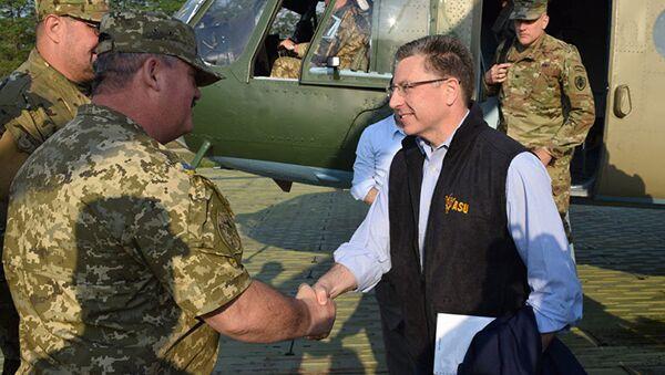 Specjalny przedstawiciel Stanów Zjednoczonych do spraw Ukrainy Kurt Volker w Donbasie - Sputnik Polska