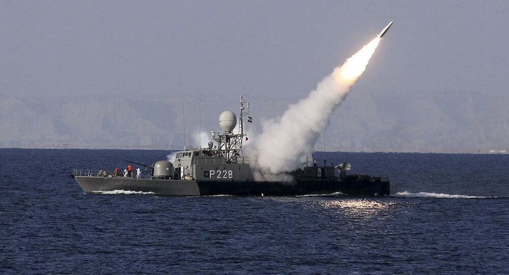 Irański okręt wojenny w Zatoce Perskiej