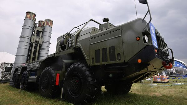 Wyrzutnia systemu S-400 Triumf na MAKS-2017 - Sputnik Polska