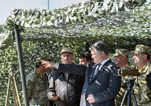 Prezydent Ukrainy Petro Poroszenko na spotkaniu z wojskowymi