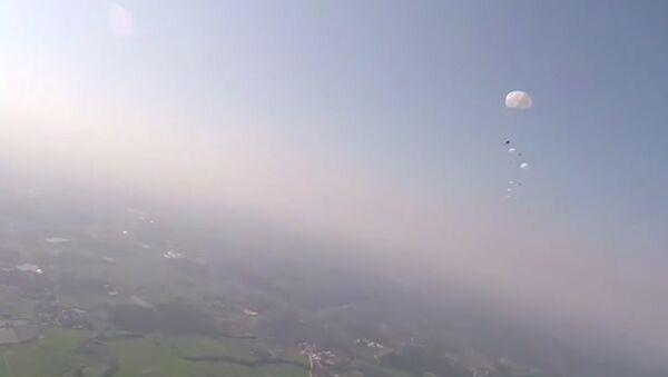 Spadochronowe skoki próbne w Chinach - Sputnik Polska