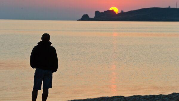 Wschód słońca nad brzegiem Morza Azowskiego - Sputnik Polska
