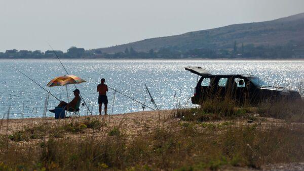 Rybacy na brzegu Morza Azowskiego - Sputnik Polska